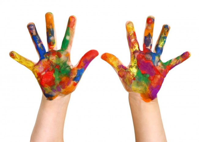 kids-painted-hands-e1448602125307